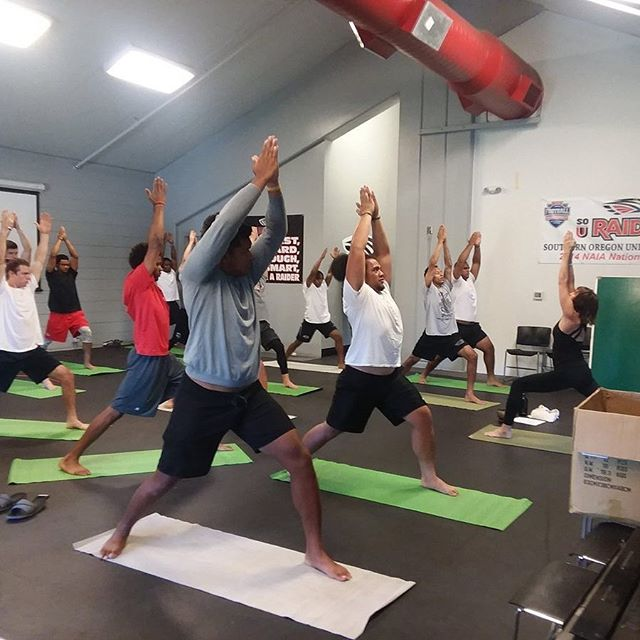 YoMIND class w /SOU Football team...so much focus.  #souraidernation #souraiderfootball #yomind #yogaisasuperfood #kindnessisasuperpower #libbylovesyomind