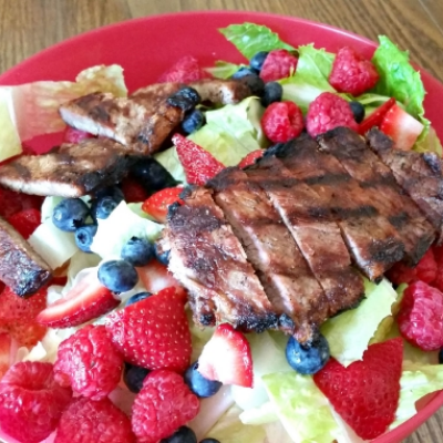 Steak Salad with Berries & Balsamic Dressing