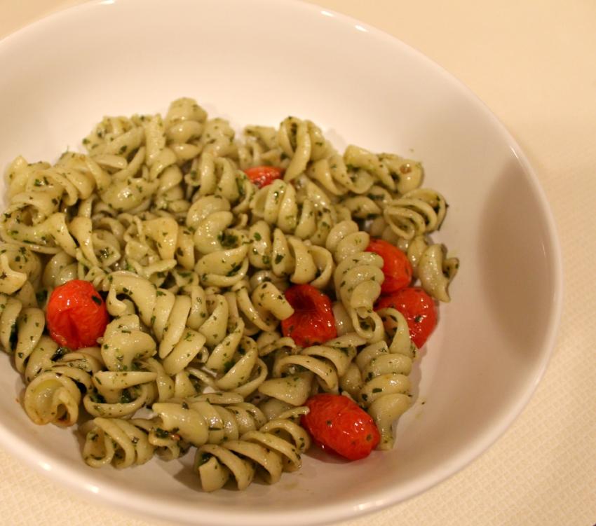 Lattes-Life-Luggage-Roasted-Cherry-Tomato-Basil-Pesto-4.0.jpg