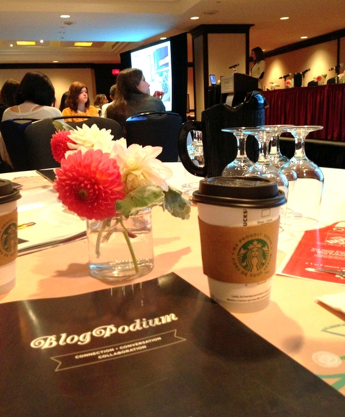 blogpodium table