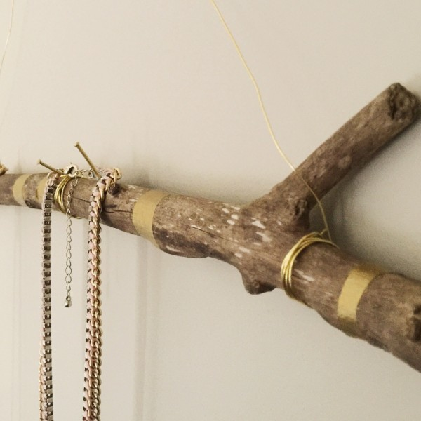 DIY Jewellery hanging idea that is cool and easy to do! www.lifeidesign.com