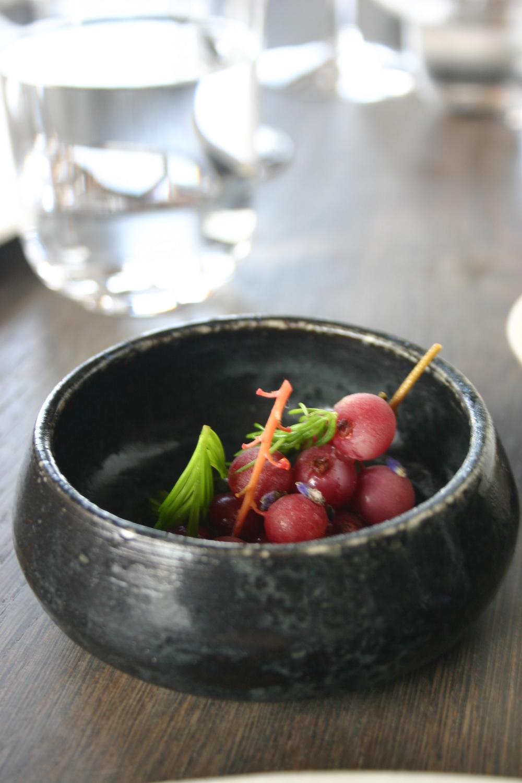 Kırmızı Frenk üzümü, lavanta çiçeği ve çam yaprağı