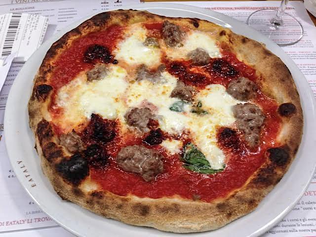 Pizza con Salsa di Pomodoro, n'duja di Spilinga and Salsiccia