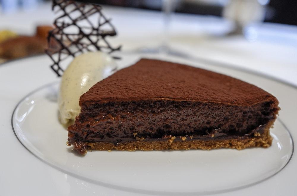 Tarte fine sablée au chocolat, crème glacée à la vanille Bourbon