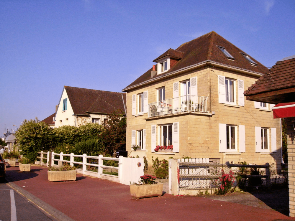 Lighthouse B&B Ouistreham Normandie.png