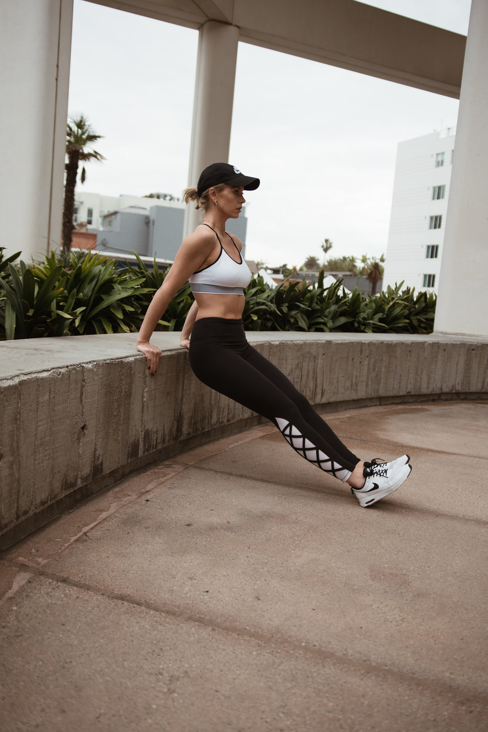 CHELSEY ROSE HEALTH EQUIPMENT FREE HIIT WORKOUT