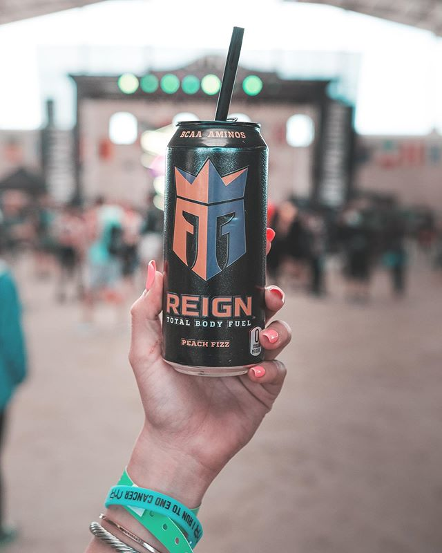 Being at this event instead of working at my old night job over the weekend was | amazing. @reignbodyfuel and @nightnationrun brought people together in my hometown to enjoy the Night Nation Run which is the World's 1st Running Music Festival 🎶  The @reignbodyfuel got me through my run and my drive back to LA 👏🏼 It's blended with BCAAs, Natural Caffeine, CoQ10, and electrolytes, so it's ideal for someone with an active lifestyle. It also offers zero sugar, zero calories, and zero artificial flavors & colors, making Reign the ultimate fitness-focused beverage ⭐️🏃🏼‍♀️💦 Thank you for such a fun event 🤗