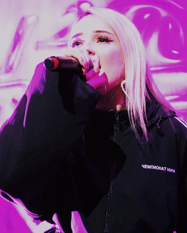 TONS of new show reviews up on the blog accompanied by some sick concert photography! This shot is of @kimpetras performing on @troyesivan's Bloom Tour which our member Andrea Hoffman wrote a piece about! Go check it out! ALSO... ‼️‼️‼️Stay tuned for some VERY EXCITING Kim Petras related news coming VERY SOON‼️‼️‼️🕺🏽🙌🎶 PC: Aya Nelson