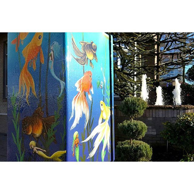 Love this #minimural found on an electral box in #mountpleasant. Anyone know the artist? . . . . . . . . . . . . . . . . . #muralmonday #vancouverart #artdaily #murals #vancouvermurals #mermaids #underthesea #fishpainting #outdoorpainting #urbanart #streetart #art