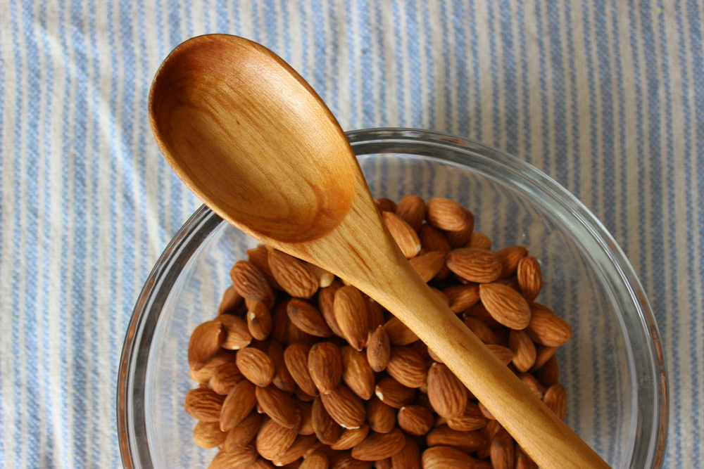 A recipe for homemade curried almonds, a zero waste snack idea | Litterless