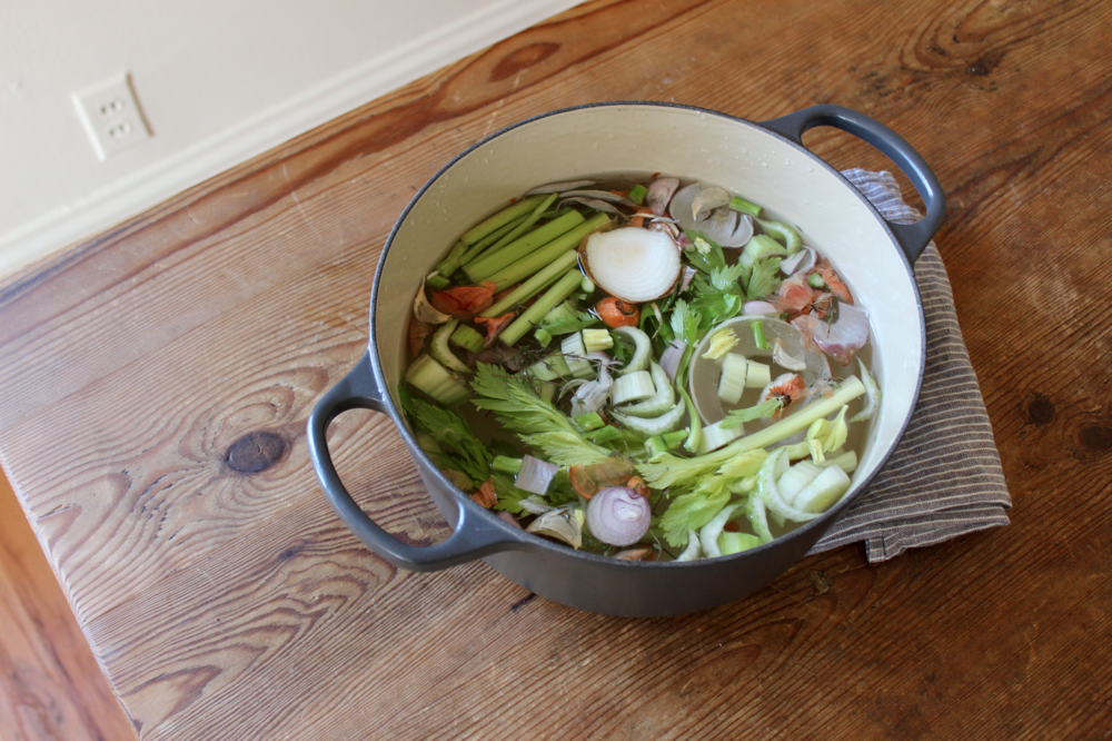 How to make your own homemade vegetable broth from food scraps | Litterless