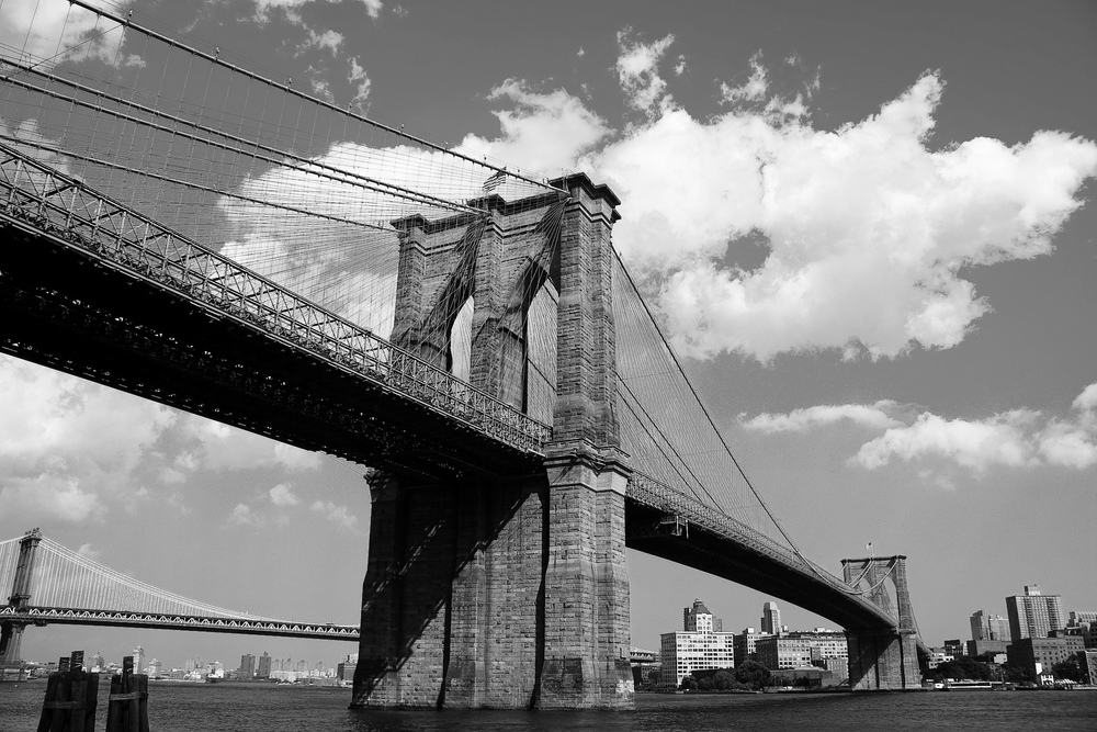 https://commons.wikimedia.org/wiki/File:Brooklyn_Bridge_Manhattan.jpg