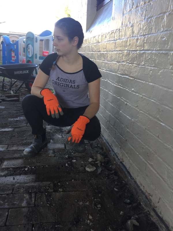 • Seizing things up:  Zarah Copeland, Project Manager from Street Coolers, who put the project together, put on boots and gloves and made things happen - thanks, Zarah
