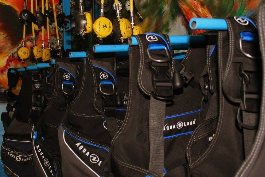 Aqua Lung Equipment - Beachfront Divers