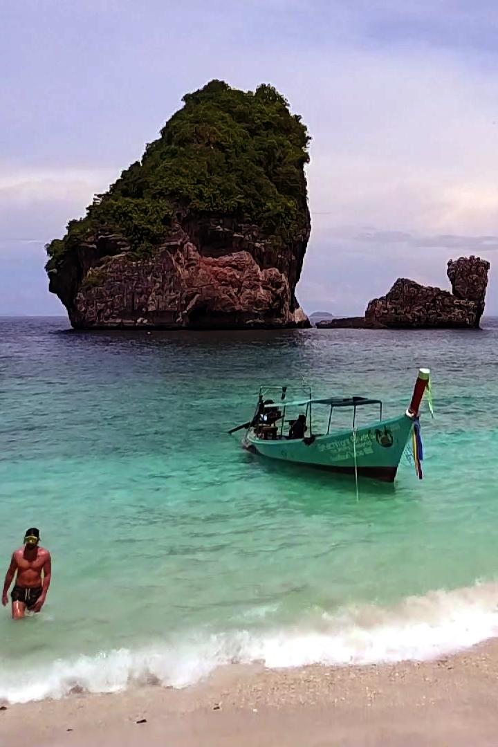 Nui Rock - Phi Phi Thailand - Beachfront Divers.jpg
