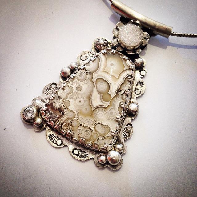pendantcrazylace.jpg