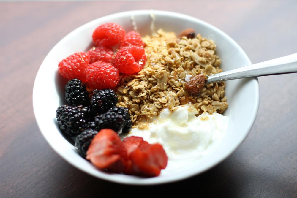 yogurt-granola-breakfast-4