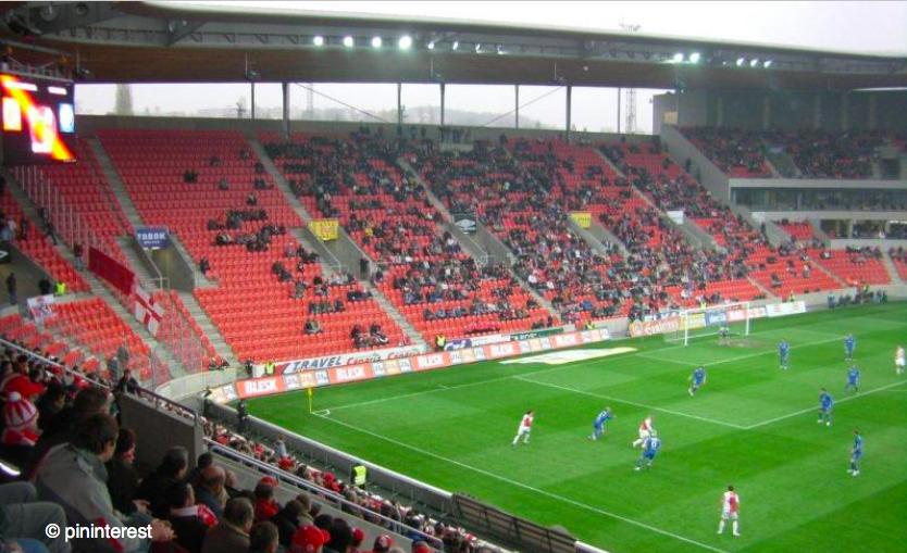 Futbalove štadióny patria medzi najdrahšiu športovú infraštruktúru na svete. Slúžia dominantne mužom, (c) pinterest
