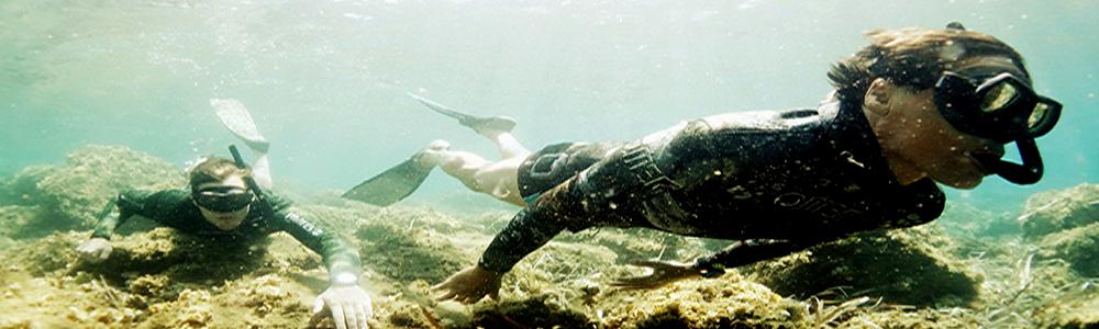 2 divers.jpg