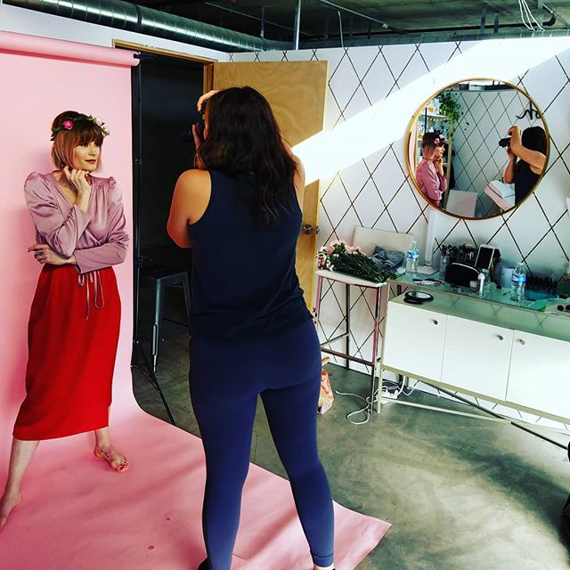 #bts of a styled shoot happening at the space today! Member @smash_beauty_bar has makeup class coming up! Hit her up for details. 📸: @jenna.sparks.photography 🌺: @ladybirdpoppy