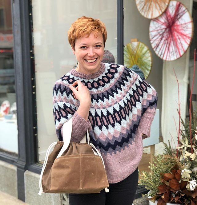 I promised you a picture of Abby's #swoncho but it's a 2fer because we got the new @fringesupplyco #fringetownbag in this gorgeous tan color! •••••••• Abby knit her Swoncho in @junipermoonfarm Herriot -  beautifully soft baby alpaca. Swooning over her colors! #stillwinterinchicago #knitasweater
