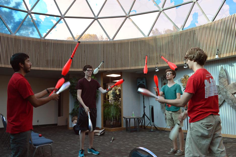 Jugglers3.jpg