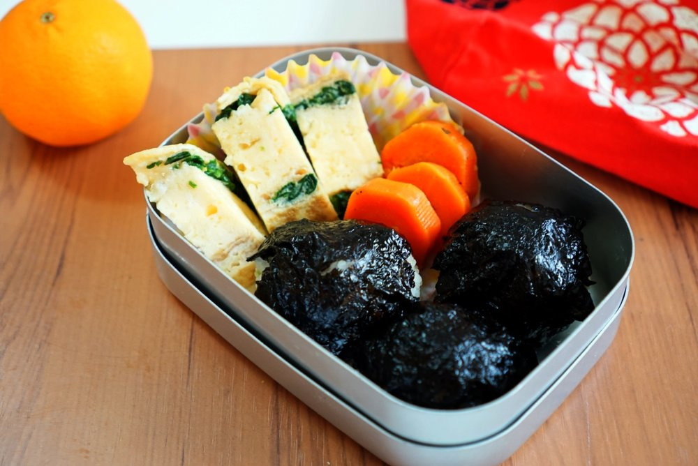 12th Tuesday  Mini onigiri rice balls, rolled omelet with spinach and boiled carrots.  My kids love onigiri rice balls! (cooked rice and seasoned seaweed.)  Sometimes I also put tuna in onigiri.  Boiled carrot is really sweet, I boiled with vegetable soup stock then sauteed with butter.  I was happy my daughter ate it all!  However, my son who is 3 is very very fussy about his food!  I need to think about more recipes using vegetables for my kids.