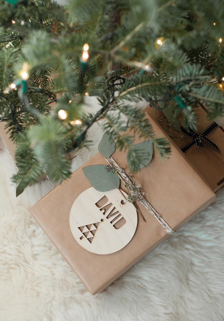 wooden-gift-tags-loveonsunday.jpg