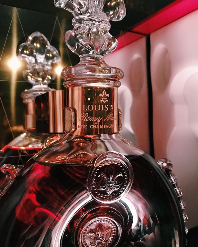 Come sneak a peak at our newest friend, Louis XIII! #RemyMartin #cognac #grdrinks #sidebargr #cocktails
