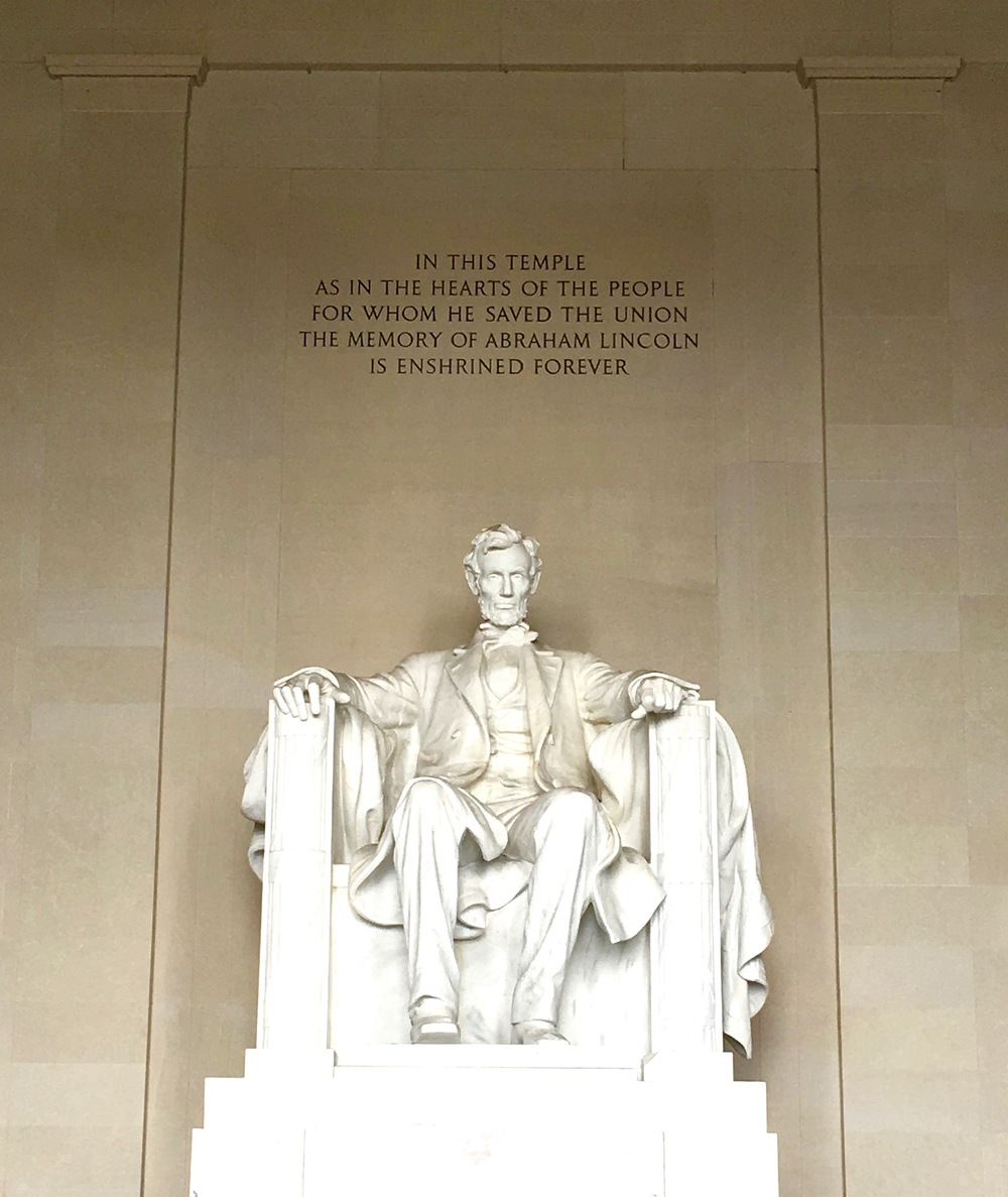 lincoln-meorial-a-peach-life-washington-dc.png