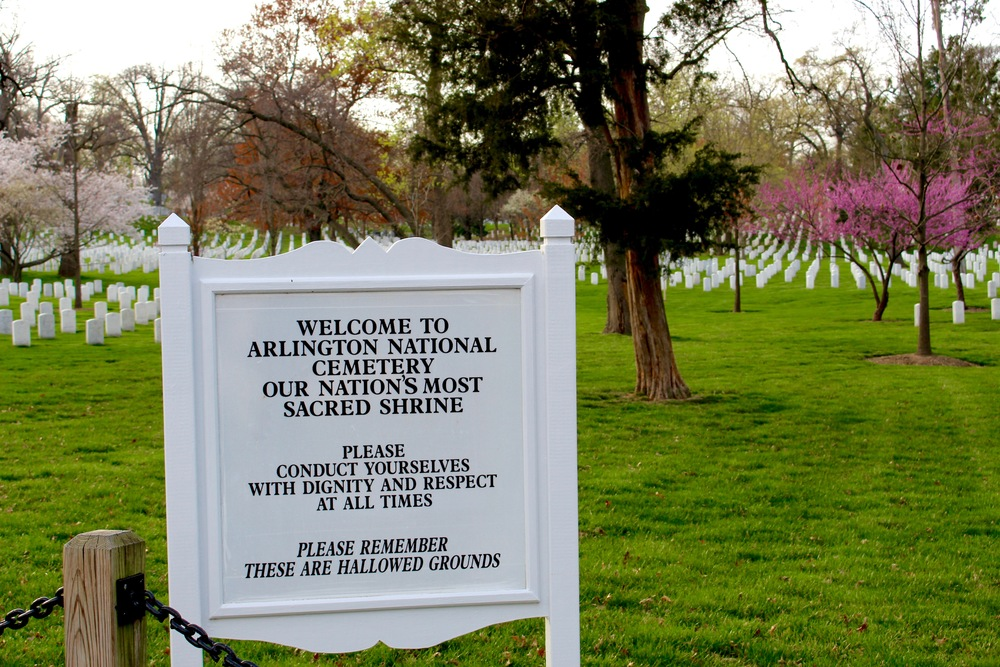 arlington-national-cemetary-washington-dc-entrance-sign-apeachlife