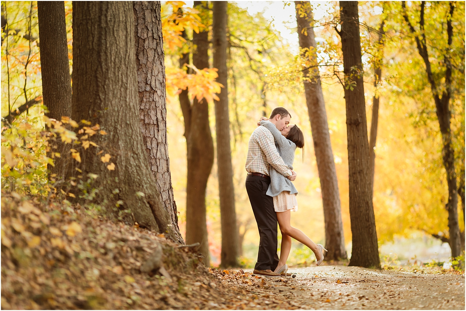 fall-engagement-session-downtown-greenville-photography-12_blog.jpg