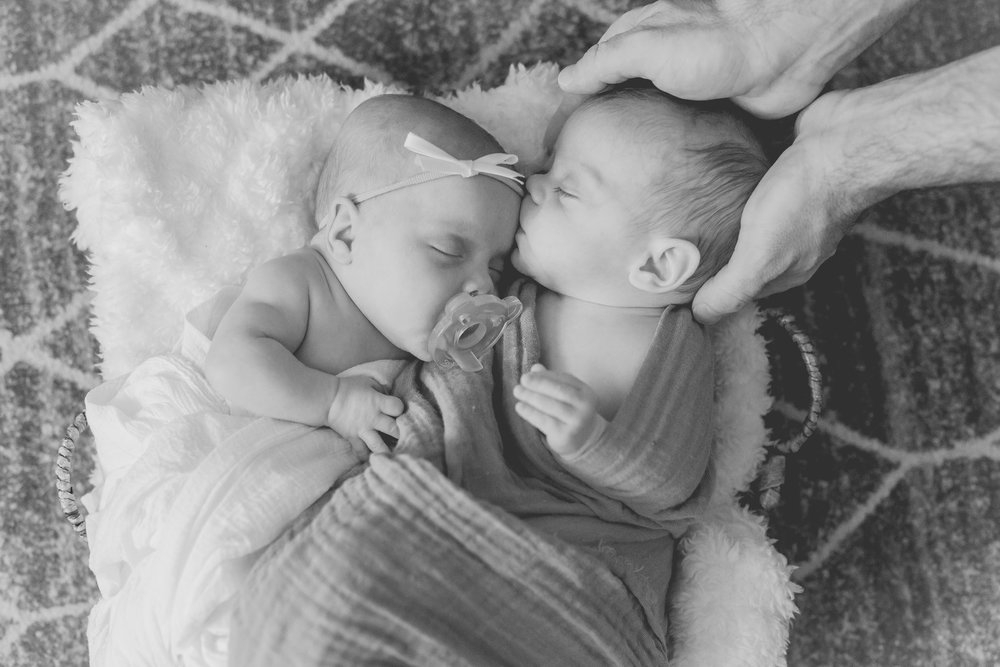 Family_Photos_at_home_Greenville_171218_Newborn_Glynn_Twins_028.jpg