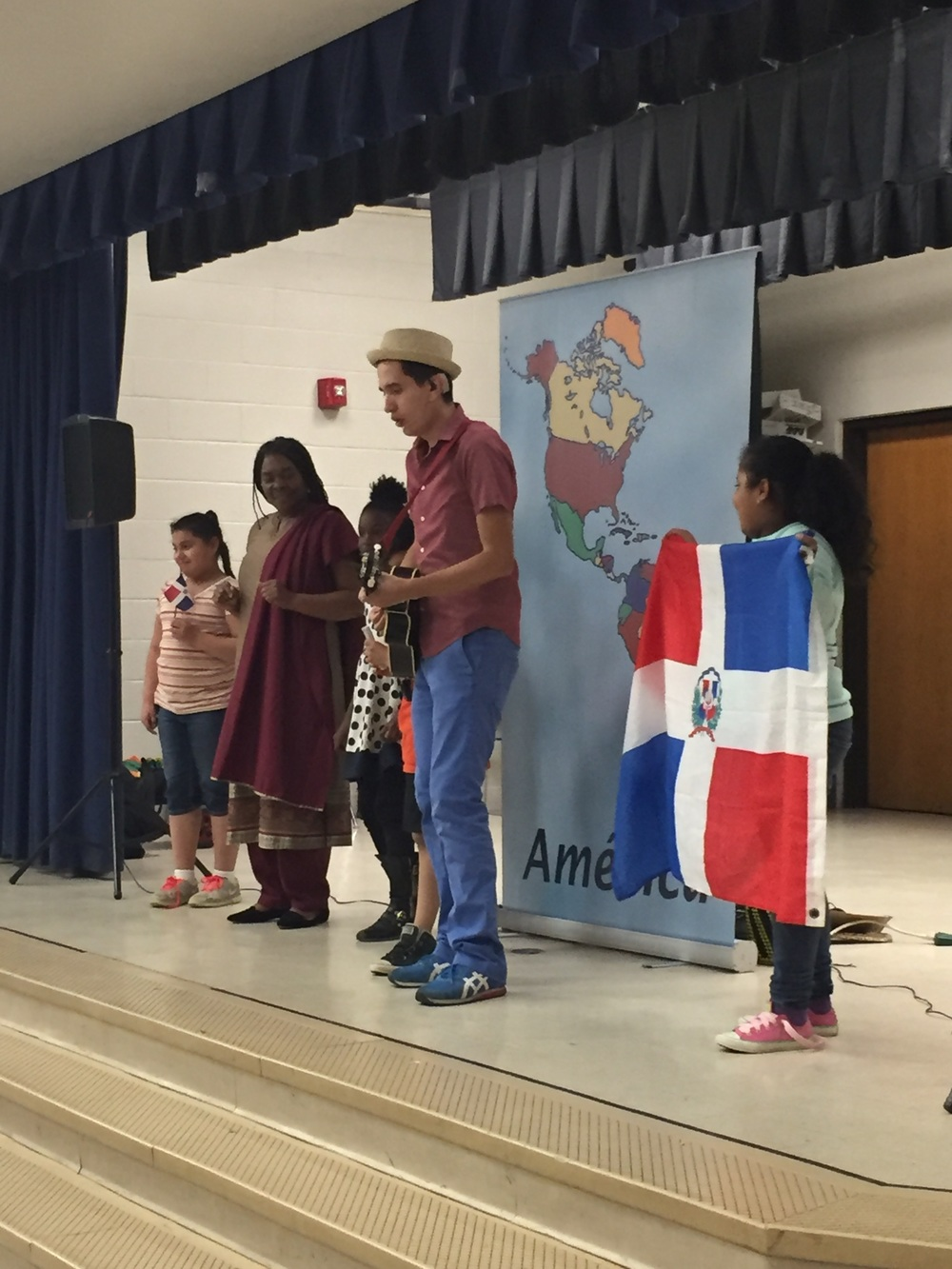 Latin Grammy nominee (in 2016 for Best Children's Album),  123 Andrés  capped off the day with a performance for the afternoon PreK, Head Start, and grades 3-5.
