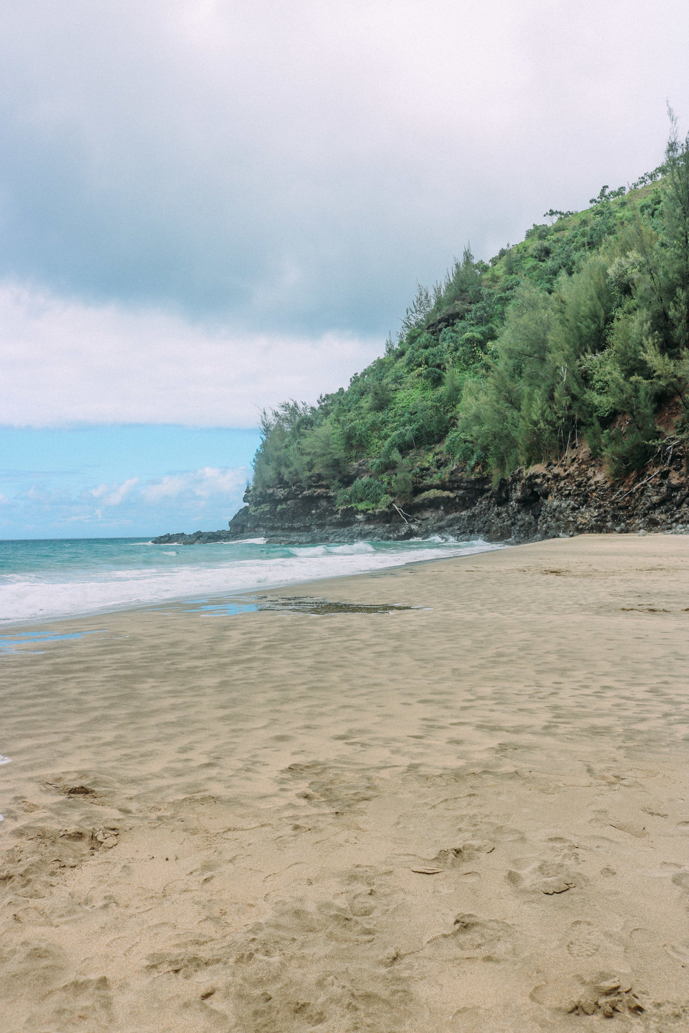Guide to Hiking the Na Pali Coast + SaltWaterVibes