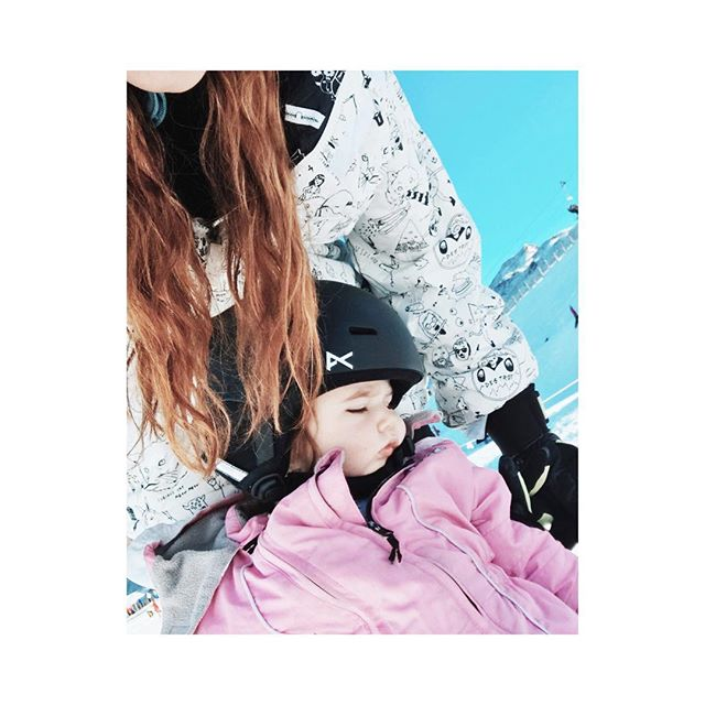 When you're so tired you fall asleep on the slopes 😂❄️⛄️ #ripley #skibunny #queenstown #newzealand