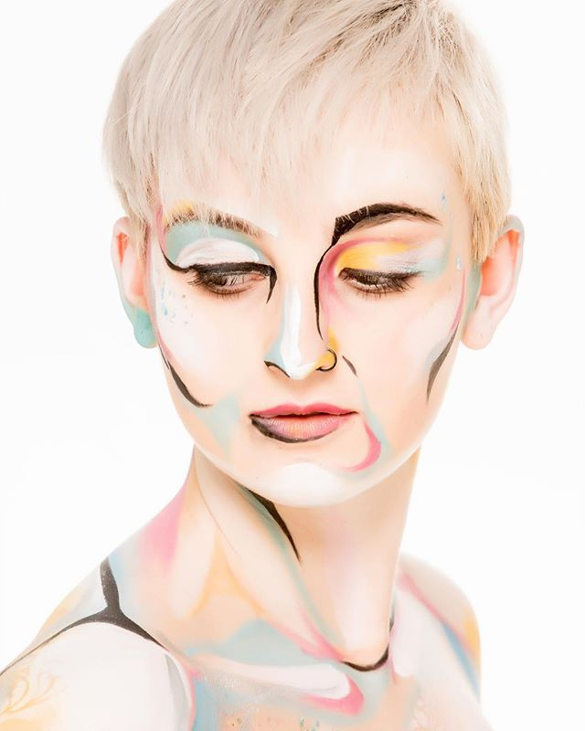 Close up from this stunning creative body art photoshoot 💛 . . . . #saturday #closeup #faceshot #bodyart #creativemakeup #bodypainting #colours #lines #liveartbodypainting #adelaide #boutique #studio #adelaidephotography #adelaidephotographer #avaloncityimaging