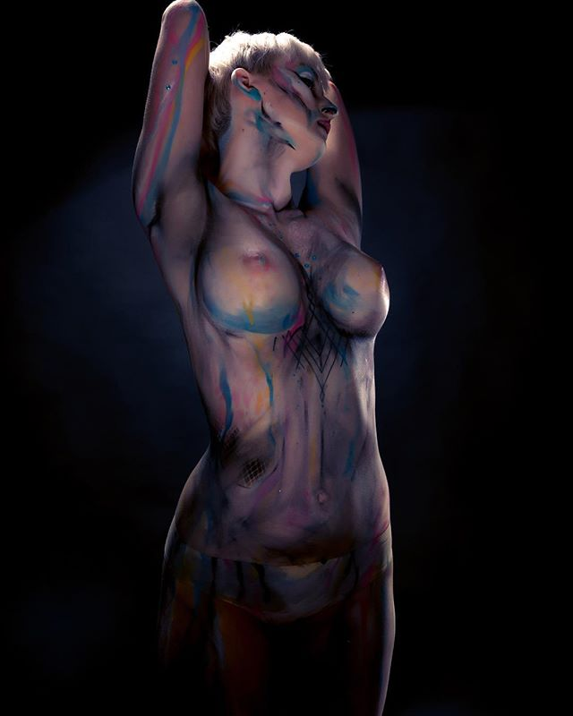 When the whole body becomes an incredible work of art 🎨 . . . . #saturday #studio #fun #bodypainting #photoshoot #liveartbodypainting #bodyart #humancanvas #incredible #workofart #sexy #beautiful #embraceyou #bodypositivity #confidence #adelaidephotography #adelaidephotographer #avaloncityimaging