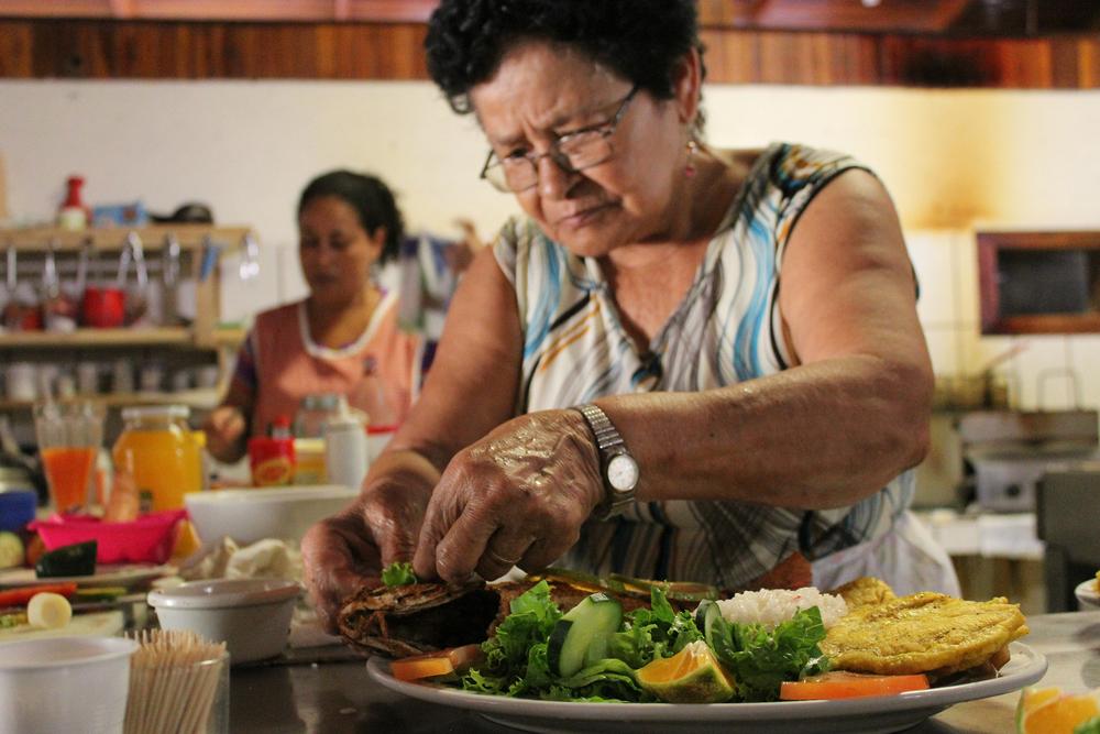 Bouillon: Eet matig en je wordt honderd   (Costa Rica)   'Iedere ochtend word ik rond vijf uur wakker en sta om zes uur op. Nadat ik me gewassen heb, drink ik eerst een liter water', zegt de 92-jarige Victor Manuel Segura. Don Tico, zoals iedereen hem in het Costaricaanse dorpje Rio Negro noemt, wrijft over zijn buik.   Lees meer...