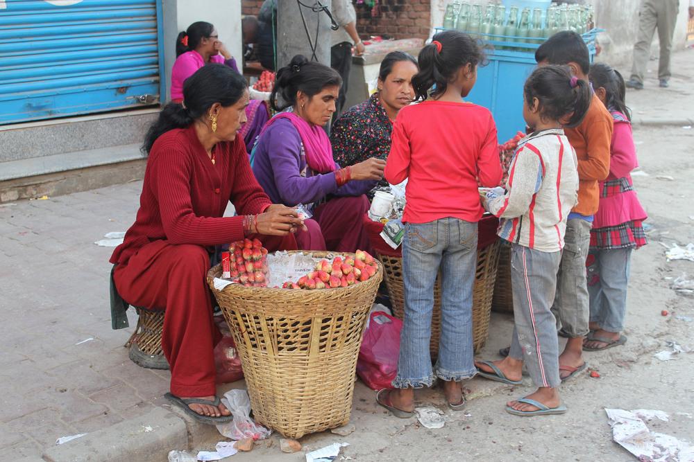 Reformatorisch Dagblad:  Enkele reis naar het bordeel (Nepal)   Het lijkt zo simpel: meisjes uit Nepal die worden verhandeldvoor de seksindustriehoud je tegen bij de grens. Maar niet iedereen laat zich terugsturen, want vanwege de armoede is er vaak geen weg terug en lokt het geld. Lees meer...