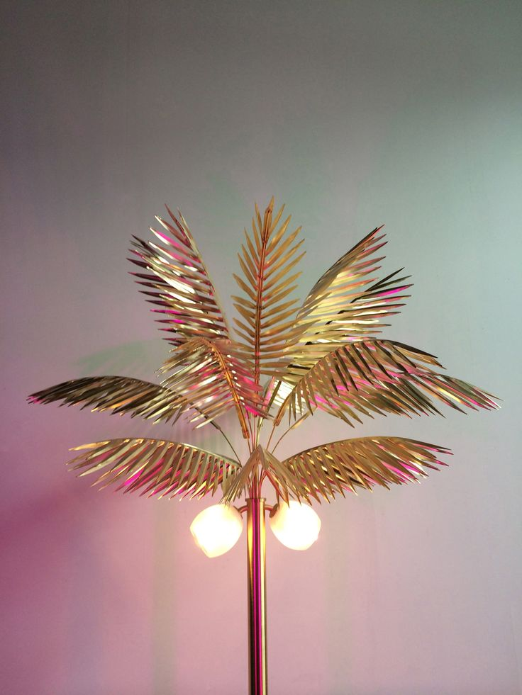 MOVING MOUNTAINS palm lamp brass