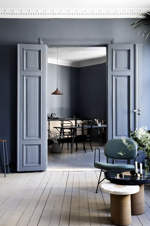 Blue walls and doors, classic elements