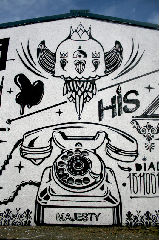 bigwhitepgeonphone.jpg