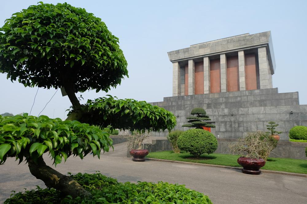 ho-chi-minh-hanoi-temple-mausoleum.JPG