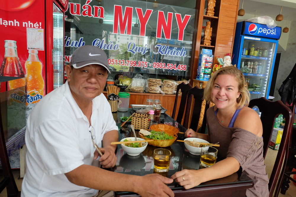 local-meal-danang-vietnam-friends.JPG