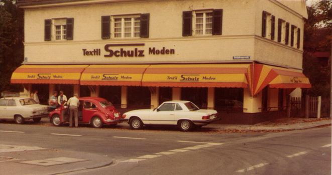 Um 1975