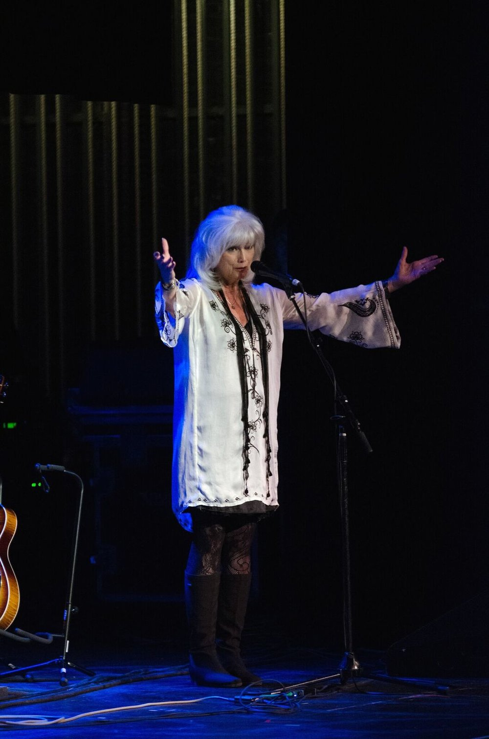 Emmylou Harris welcomes the crowd at Pabst Theater in Milwaukee, WI (Photo by Jesse Lee, Marquette University)