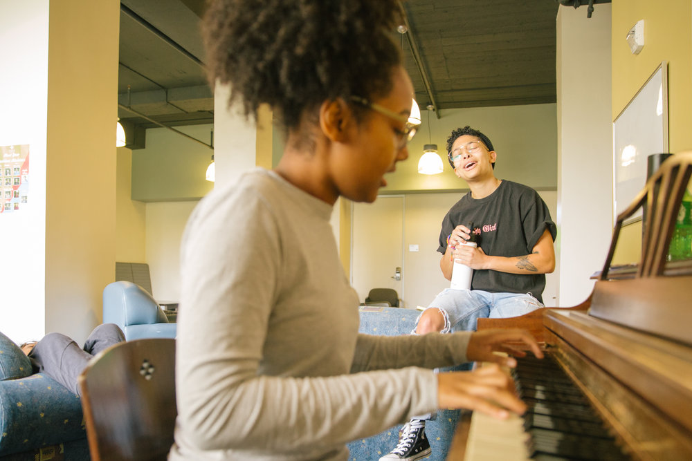 Incoming University of San Francisco students take a break from moving into the dorms to enjoy a moment for music (photo by University of San Francisco)