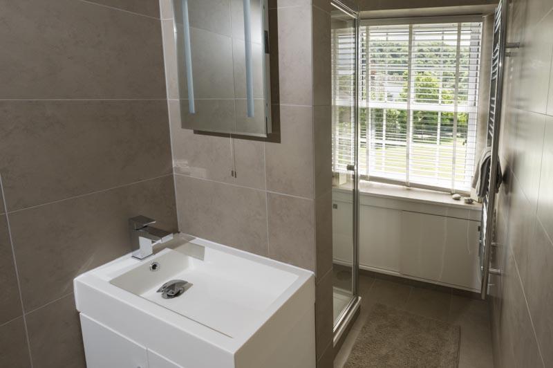 New cottage bathroom