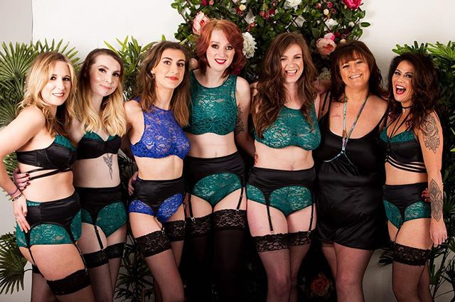Our bra tops - both emerald + blue - are available in sizes: L + XL ! Get them before they run out! Because once they're GONE they're GONE! ——————————————————————— #jsc#jasminestaceycollection #lingerie#lingerielove #crohns #IBD#ostomy #bodypositive #diversityinfashion #loveyourself #model#instamood #feelgood #colitis #lingerieblogger #bopo #embraceyourself #scars #scarsarebeautiful #stoma #luxurylingerie